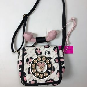 Bestey Johnson Cheetah Call Girl Phone Purse